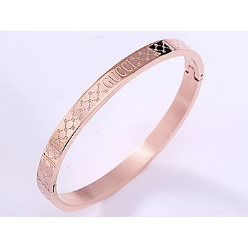 GUCCI new female embossed logo bracelet rose gold