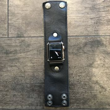 DeLux Leather Apple Watch Cuff in Black