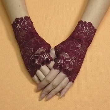 Short gothic Gloves, Fingerless Gloves in Red Wine Color, Steampunk Miteins, Baroque Burgundy Lace, Cute Armwarmers in Gypsy and Boho Style,