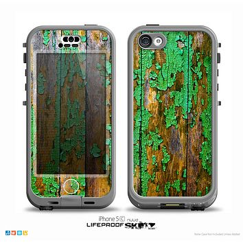 The Chipped Bright Green Wood Skin for the iPhone 5c nüüd LifeProof Case
