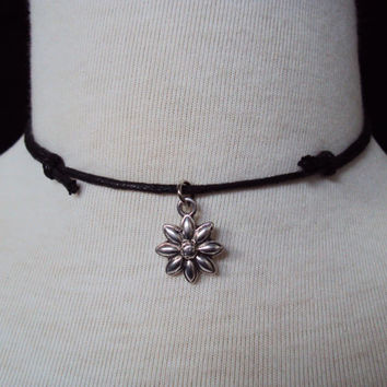 Daisy Choker ~ Flower Necklace ~ 90s Choker Necklace ~ Grunge Style ~ Soft Grunge Choker ~ Tumblr Fashion ~ 90s Inspired Jewelry