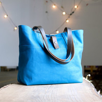 The Carrier - in Special Edition turquoise waxed canvas