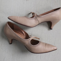 Vintage 1950's 60's Size 7 AA Narrow Pointy Toe Risque Cream Tan Leather Pumps Dancing Shoes Mary Janes 1940s 20s Flapper Style Shoes Pumps