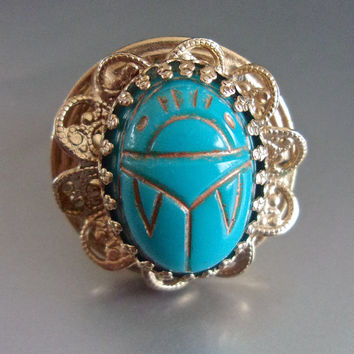 Turquoise Blue Glass Scarab Ring, Gold Tone Filigree, Adjustable, Vintage sz 6 to 8