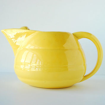 Bauer Pottery Yellow Ringware Pitcher | 2 Quart Pitcher | Vintage Ceramics