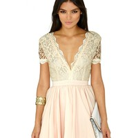 Missguided - Aleena Lace Plunge Neck Puffball Dress In Nude