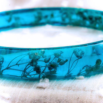 Stacking Bangle Turquoise Real tiny white flowers bracelet Gift for her Boho jewelry Field flowers Encasted Nature Woodland story Romantic