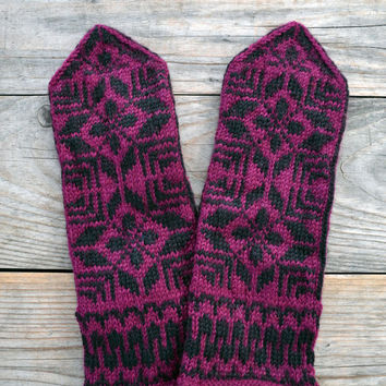Wool Mittens-Oxblood and Black Gloves-Mittens with Stars-Scandinavian Mittens- Winter Accesories nO 67.