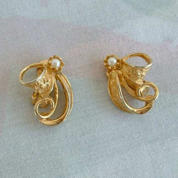 Elegant Openwork Goldtone Clip Earrings Etched Ribbons w Pearls Vintage Jewelry