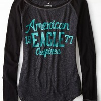 AEO Women's Signature Graphic Baseball T-shirt (True Black)