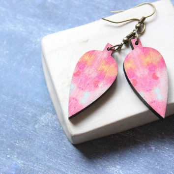 Leaf Earrings in Pink made of  Wood - Leaves - cooperation with Belinda Marshall
