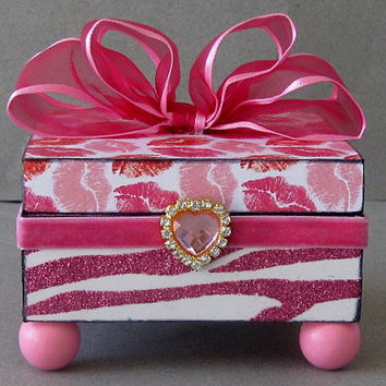 Hot Lips Decorative Box by funkyart08 on Etsy