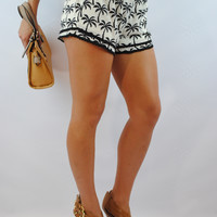 (anj) Tropical crochet trim black and white shorts