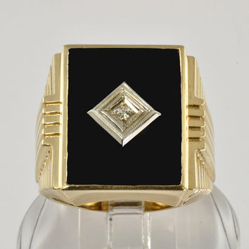 Vintage 10KT Gold Men's Ring With Onyx and Diamond Accent - Size 10
