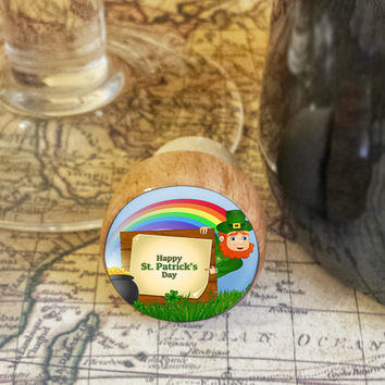 Wine Stopper, Happy St. Patrick's Day Handmade Wood Cork, leprechaun Rainbow and Pot of Gold Bottle Stopper, Wood Top Cork Stopper, Fun Gift