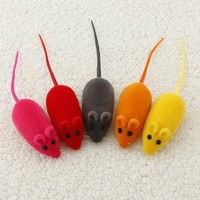 4pcs Funny Pet Cat Kitten Play Playing Toy False Mouse Rat Squeak Noise Sound Gift,Random Color