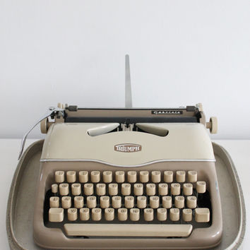 TRIUMPH Gabriele, Vintage beauty 1960, Retro portable typewriter, Working typewriter with case