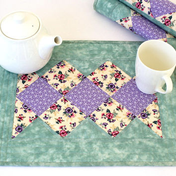 Quilted Placemats - Pansies Placemats - Floral Table Mats - Sage Lavender Placemats - Handmade Table Linens - Set of 4 placemats