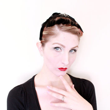 1950s fascinator / VINTAGE / 50s / Black velvet / Feathers / Rhinestones / UNIQUE