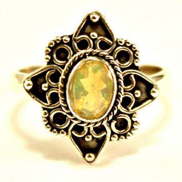Beautiful Vintage Oval Ethiopian Opal in Bezel Set 925 Sterling Silver Ring sz 6