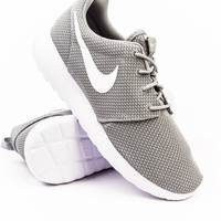 Nike Roshe One Wolf Grey/White Sneaker