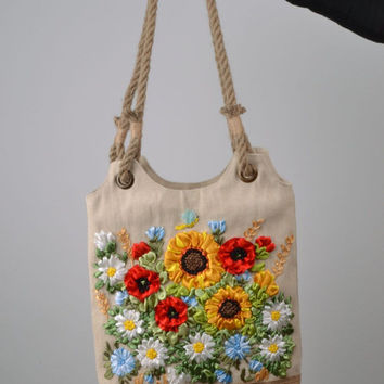 Bag with embroidered satin flowers
