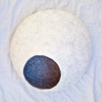 XL - Handmade felt cat bed / cat cave/ cat house / cat basket / Felted merino wool with CATNIP - White and gray - Gift ball