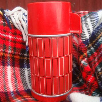 Vintage Tru Test Thermos Red  Plaid  Made In the USA Nashville Tenn Aladdin Industries
