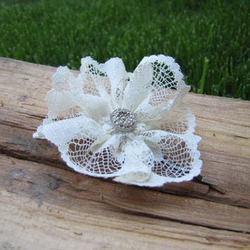 Romanitic lace flower hair pin by HelloVioleta on Etsy
