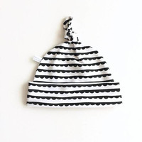 White and black cotton baby hat, baby knotted hat, knot hat, knotted hat, scalloped, scallops, newborn hat. black geometric