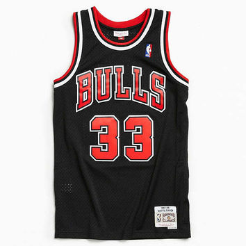 Mitchell & Ness Chicago Bulls Scottie Pippen '97 – '98 Basketball Jersey | Urban Outfitters