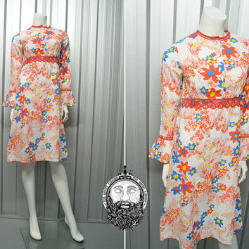 Vintage 70s Flower Power Shift Dress Psychedelic Print Bell Sleeve Hippy Dress White and Red Crochet Lace Trim Empire Line 1970s Cotton Day