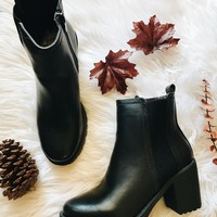 ESCAPADE BOOTS- BLACK