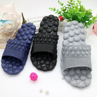 Hot Sale New 2017 Summer Men Flats Sandals and Slippers Non-slip Bathroom Slippers Home Massage Slippers Indoor Slippers