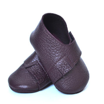 Leather baby girl shoes / Dark purple baby shoes / Soft sole baby girl moccasins/ Handmade baby slippers / Baby girl crib shoes / Baby gift