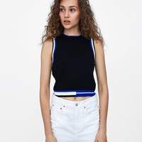 CONTRAST CROP TOP DETAILS