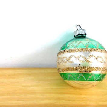 Vintage Shiny Brite / Green and White / Ball Ornaments / 50s Christmas Ornaments / Diamond Print / Mercury Glass / Gold Glitter Ornament
