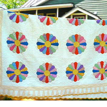Vintage Dresden Plate Hand Stitched Quilt 90 x 75