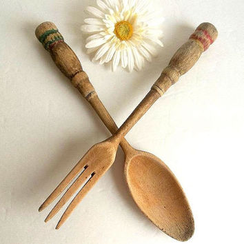 Vintage Mid Century wood salad fork and spoon set, Shabby Cottage Farmhouse kitchen utensils, chippy, salad tossers cutlery