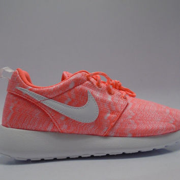 NEW Girls' / Women's Nike Roshe Run
