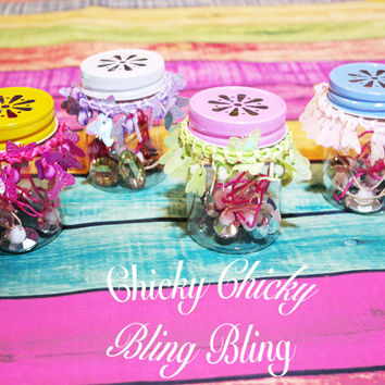DIY Plastic Mason Jar Party Favor Gifts With Daisy Cut Lids