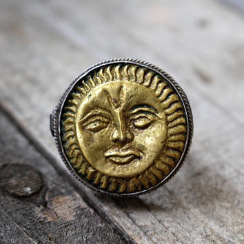 Vintage Sun Ring Size 7 Opens and Closes Poison Ring