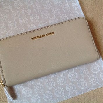 Genuine Michael Kors Saffiano Leather Jet Set Travel Purse Wallet - Brand New