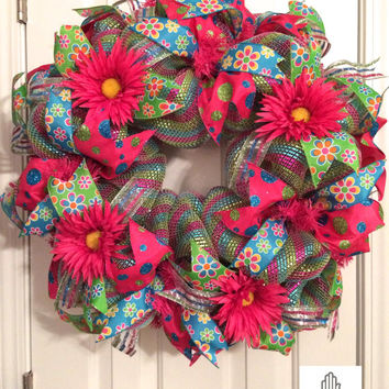 Spring Hot Pink Daisy Deco Mesh Wreath