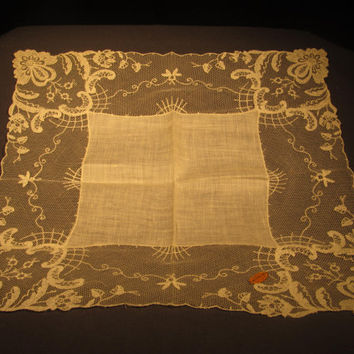 Vintage Ladies Wedding Hankie Beautiful Lace Net