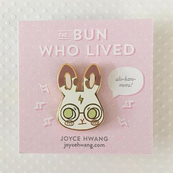 BUN WHO LIVED — enamel pin