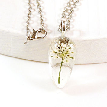 Resin Pendant Queen Anne's Lace - White Flower Resin Pendant - White Flower Pendant - White Pendant - Resin Jewelry - Wedding Jewelry