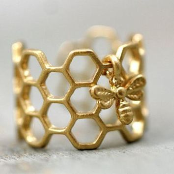 ICIK7HQ OPAL FERRIE - 2017 HONEY HIVE Hexagon Open Bee Ring
