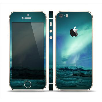 The Glowing Northern Lights Skin Set for the Apple iPhone 5s