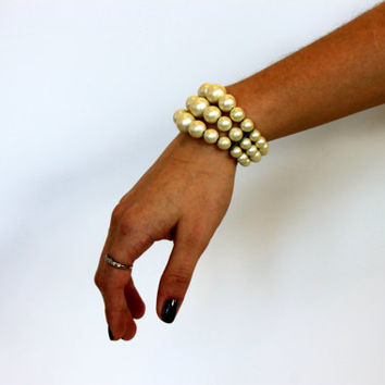 vintage pearly cuff bracelet // faux pearl // 1950s 1960s // memory wire
